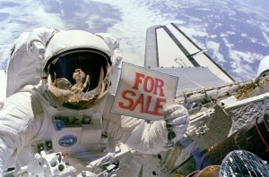 space-shuttle-astronaut-613045_1920