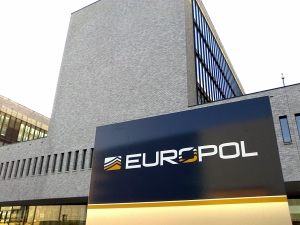 "An Enforcement Role for EUROPOL in the Aftermath of the ""Refugee Crisis""?"